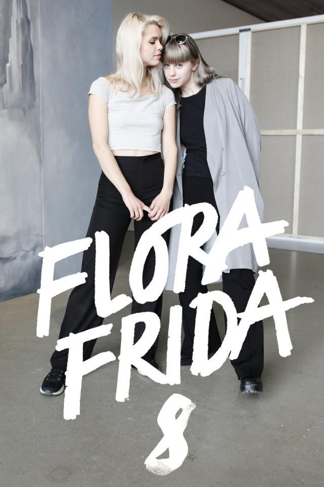 """Foto: bild på flora och Frida där de står bredvid varandra. Nederst står det med vit text """"Flora Frida 8"""""""